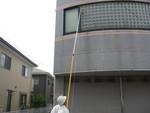 高所のクモ駆除剤塗布1