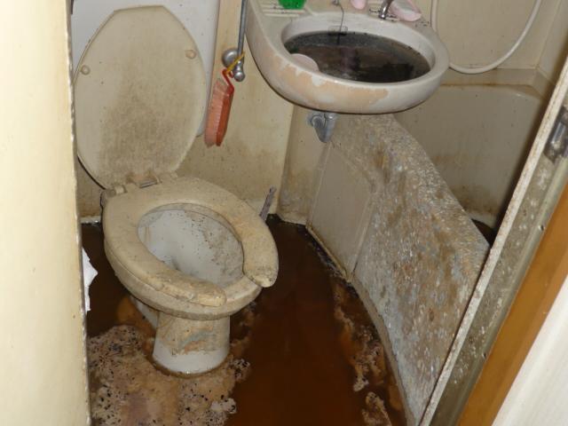 孤独死後の浴室トイレ清掃