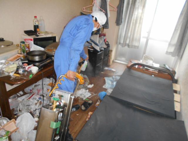 事件現場整理前の殺菌消臭施工