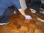 孤独死後の床清掃