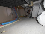 浴槽下のクマネズミ糞清掃