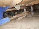 床下の廃材撤去
