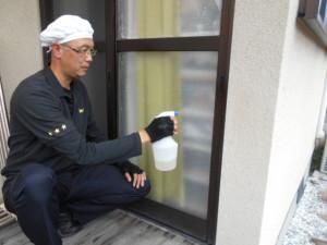窓ガラスの防虫忌避1