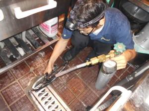 ノミバエ4床下空洞部液化ガス施工