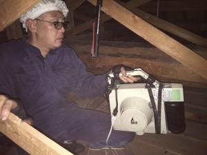 屋根裏の殺菌消毒