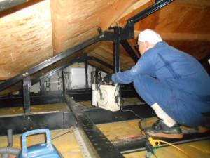 屋根裏の殺菌消毒1