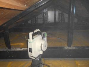 屋根裏の殺菌消毒2