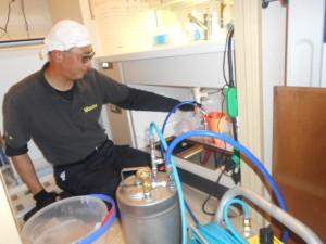 排水管内のノミバエ駆除泡殺虫2